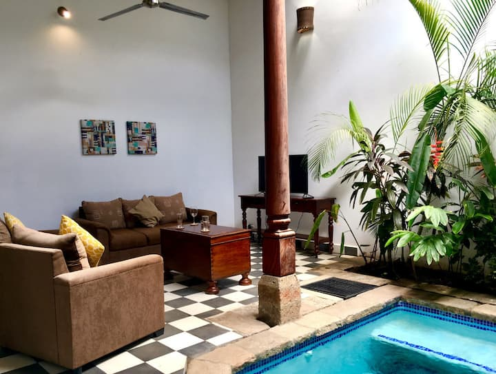 Lovely new-build colonial house with plunge pool