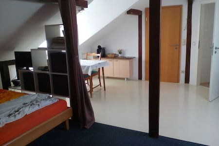 Spacious, private loft with pantry, bath, wifi ... - Königstein im Taunus - 独立屋