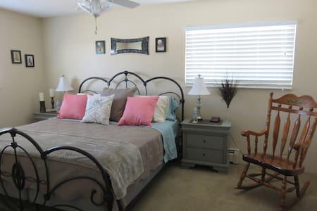 Cozy Private 2 Bedroom and 2 Bathroom Condo