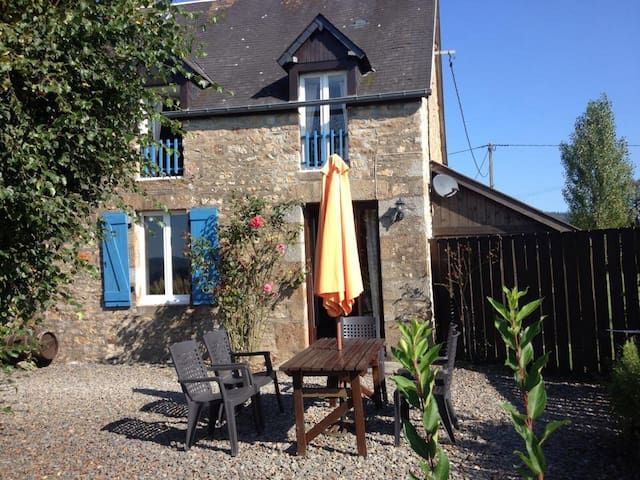 Stone House-Heated Swimming Pool, Country setting - Le Mesnil-Gilbert - House