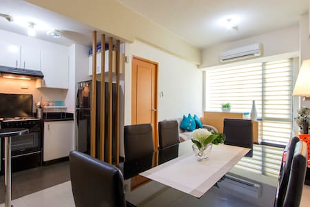 Eastwood serviced condo near mall - Quezon City - Condominium