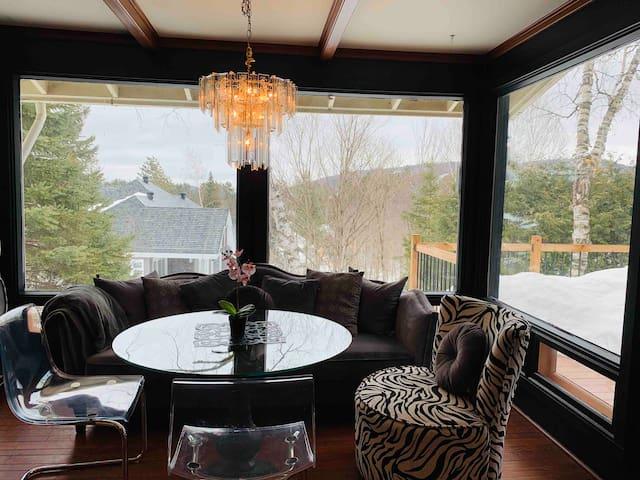 Amazing view! 2 bedroom cottage in Saint Sauveur.