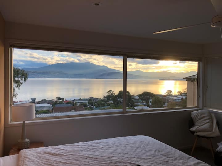 Entire Home with 180 Degree Hobart Views