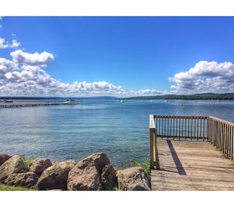 Bright, Cheery, Lake Country Private-Drive Home - Canandaigua - Hus