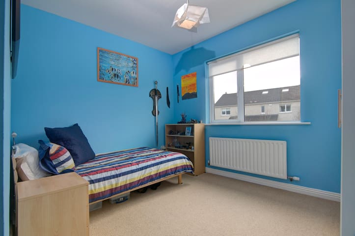 Bright, comfortable, single room, shared bathroom