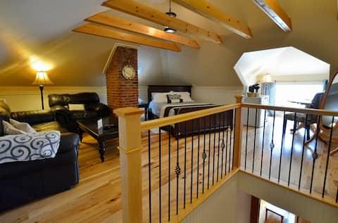Bishop's Rest Bed & Breakfast- Loft Suite