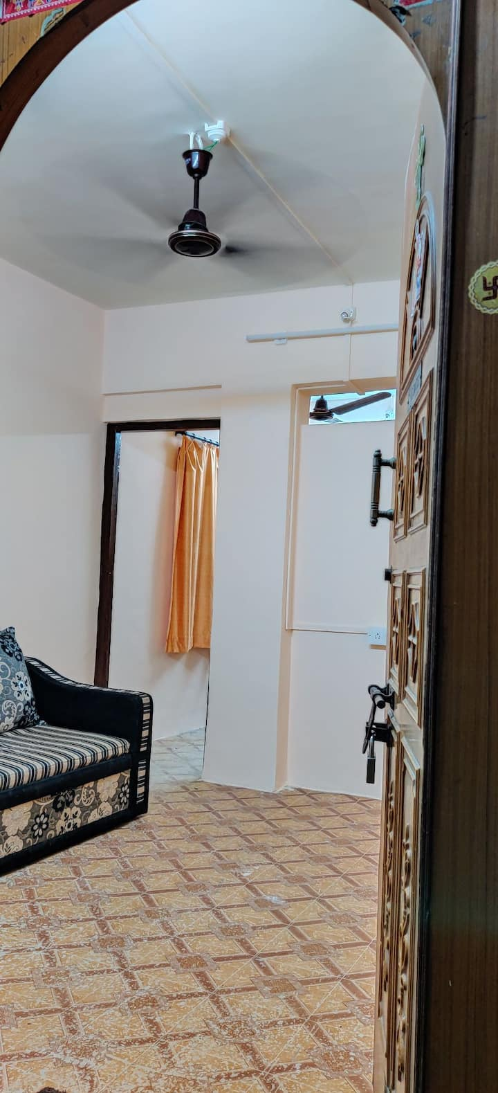 Couple Friendly, Family stay, Offer Rs.900 p day