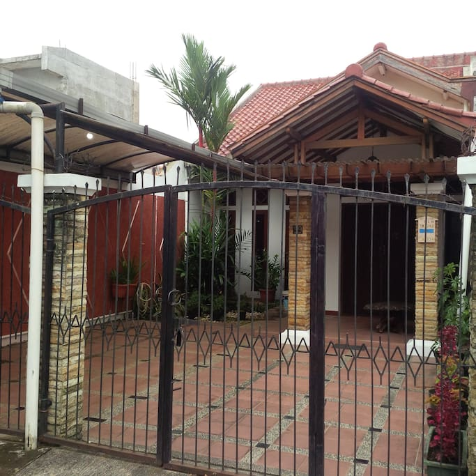 Minimalist house city view with gazebo houses for rent for Minimalist house jakarta