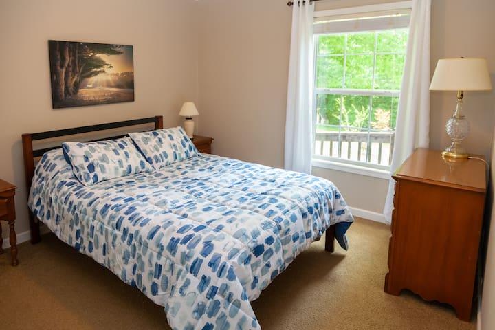 2 Bedroom with queen size bed