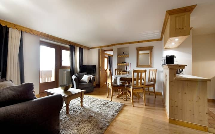 58 sqm apartment. 4/5 people in Courchevel 1850