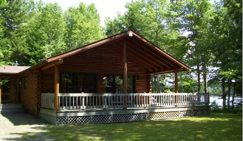 Cottage/Loghome at the River/Waterfront - Richibucto - House
