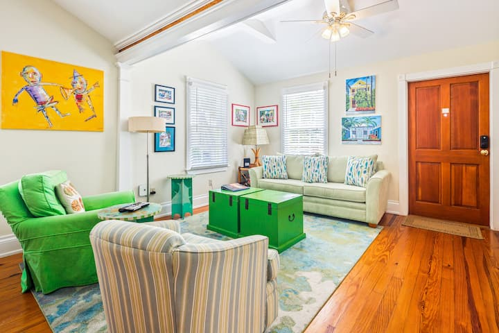 Charming cottage w/a private parking spot in Old Town