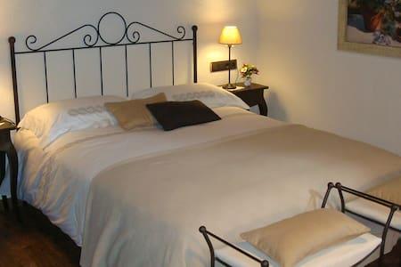 Escapada romántica entre viñedos. - Sant Quintí de Mediona - Bed & Breakfast