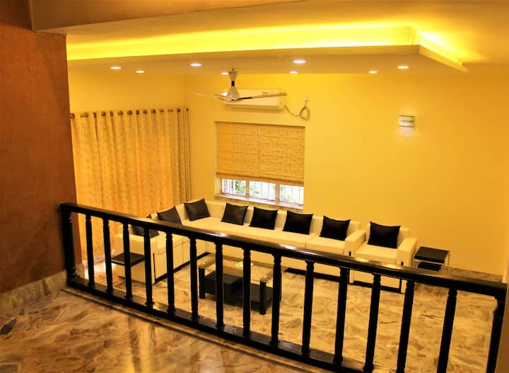 Lavish Apartment in the Heart of South Kolkata