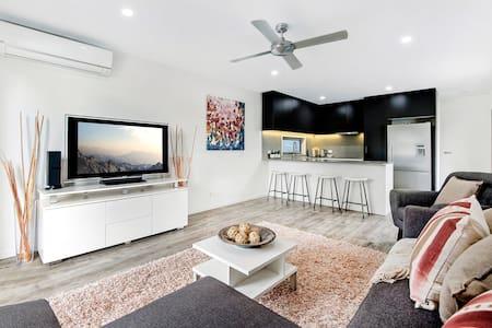 Luxury 1 bedroom home in Broadbeach Waters