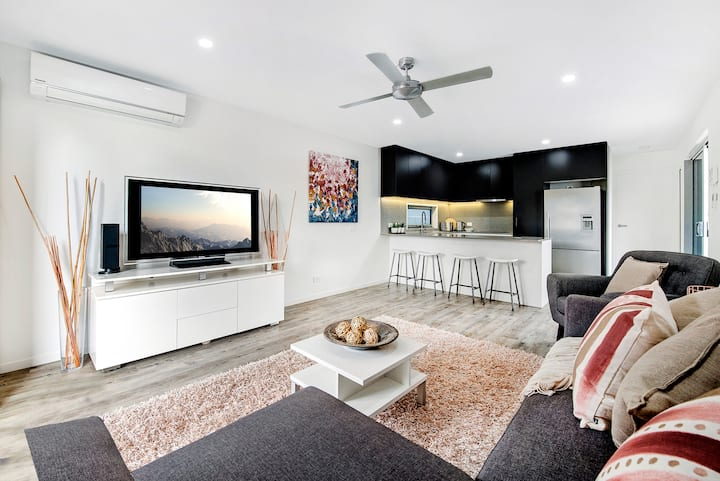 Luxury 1 bedroom home in Broadbeach Waters