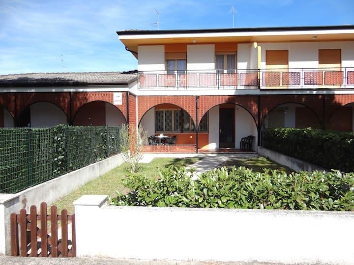 Bella casa con giardino vicino alla spiaggia