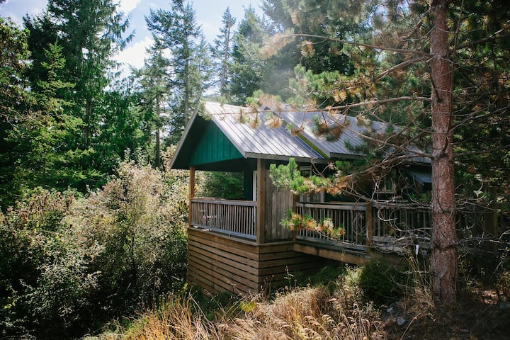 Lummi Cottage - Romantic Retreat & Beach Access