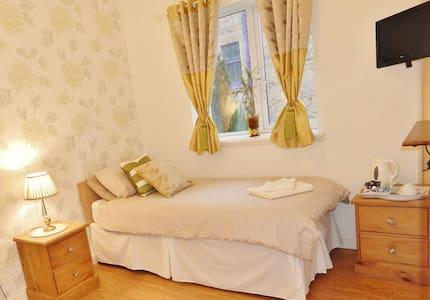 Single Room-En suite - Stirling - Bed & Breakfast