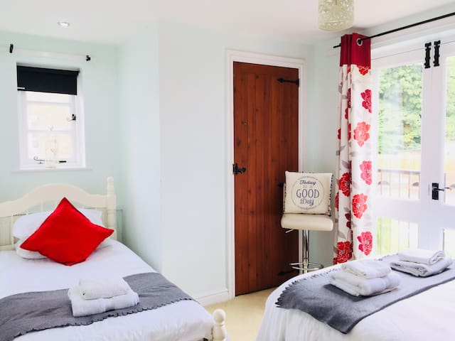 Room 3 - Private Triple Room in Ironbridge Village