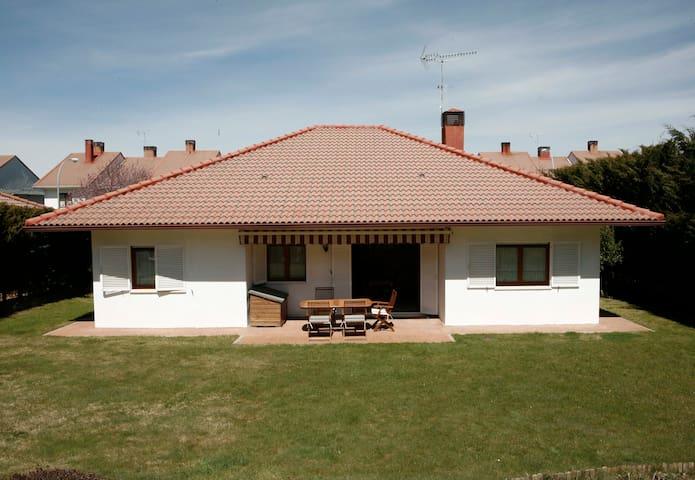 Preciosa casa  junto a la montaña - El Espinar - Lerhydda