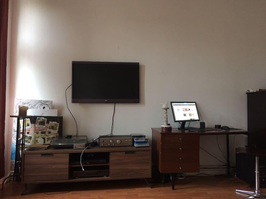 flatscreen mit netflix und bluerayplayer, pc mit gastaccount