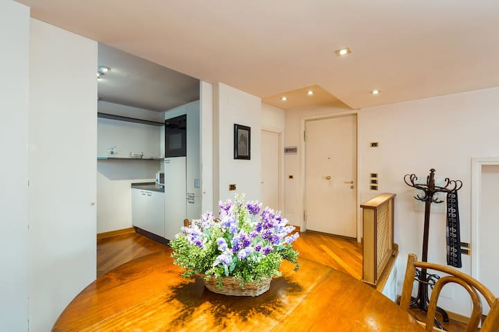 FLAT WITH LIFT, 3 MIN WALKING FROM S.MARCO SQUARE
