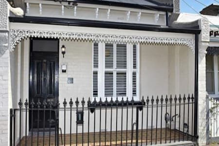 Raffles of Flemington Terrace House - Flemington - บ้าน