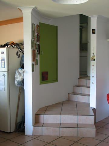 Cute, sunny room - Coorparoo - Apartment