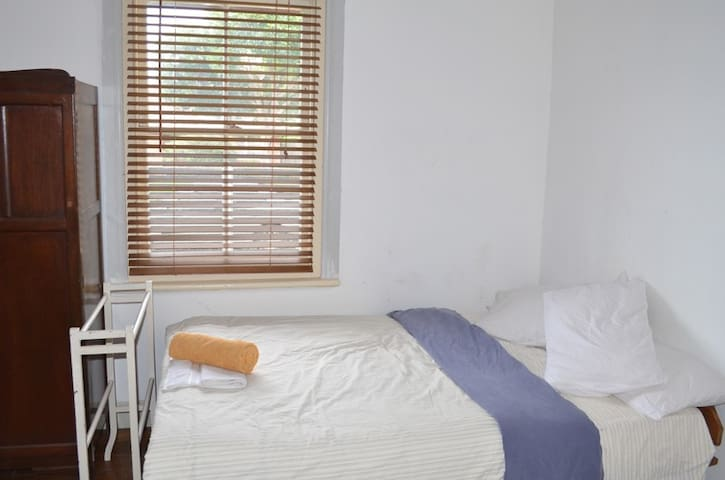 STUDIO 2 with private En-Suite Bath - Heidelberg Heights - Casa