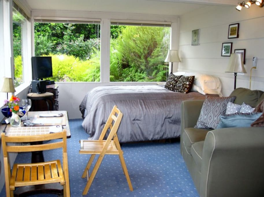 Small garden studio apartment with ocean view, micro kitchen, private entry and yard.