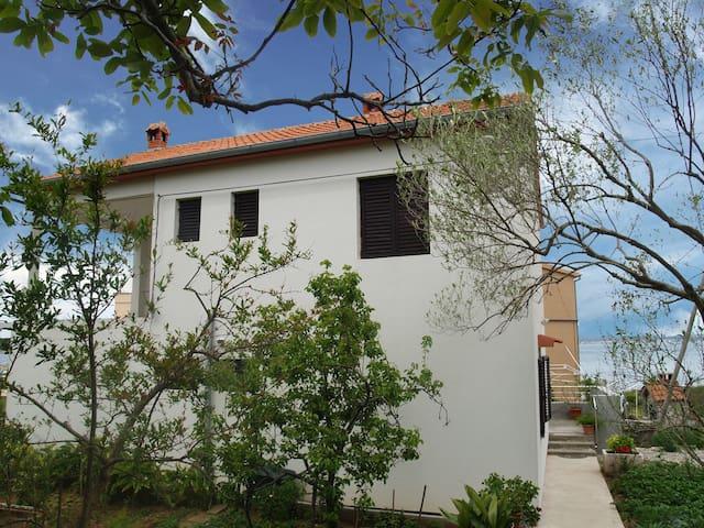 Sea Front apartment Isla - Banj - Leilighet