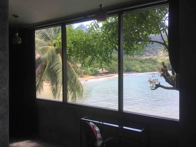 Kantiang Bay Beach apartment with private WiFi