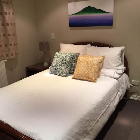 Newly opened Family bed and breakfast! - Lake Hayes Estate - Bed & Breakfast