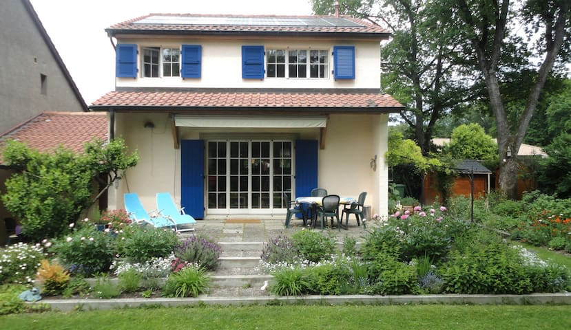 Charming villa just outside Geneva - Veyrier - Casa
