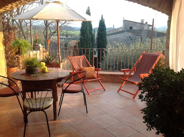 near the beach,medieval village App - Peratallada - Apartament
