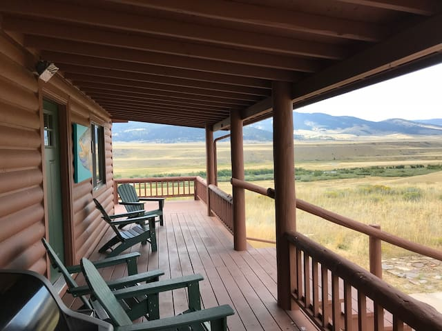 20 acre home/Private Madison River access & views