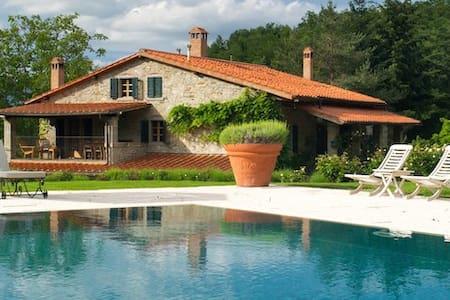 Casa Ombuto luxurious accommodation - Poppi - Bed & Breakfast