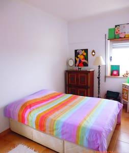 Quarto inteiro em Oeiras - Queijas - Apartament
