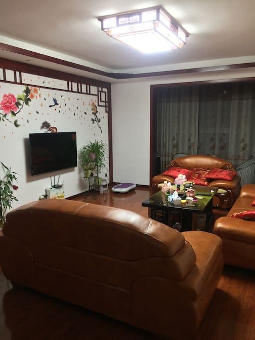 客厅,数字电视,电暖炉,茶具,沙发等均可免费使用