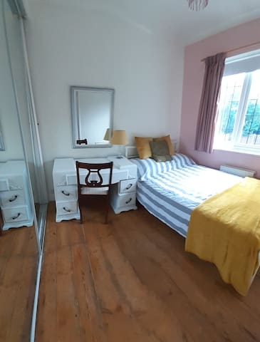Cosy Comfy Small Double HP Studio/Watford/London