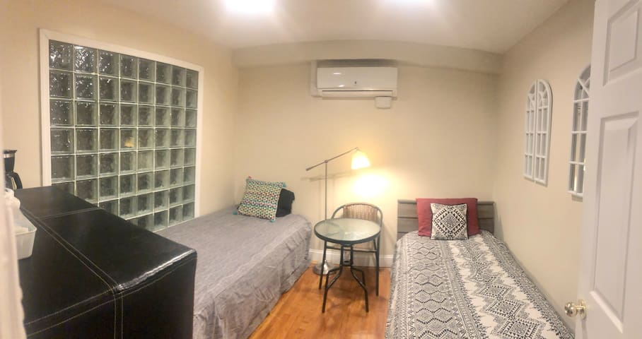 Amazing room for 2 - 20min  to Manhattan