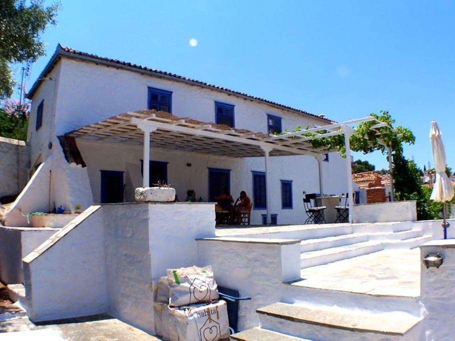 Hydra Rooms To Rent