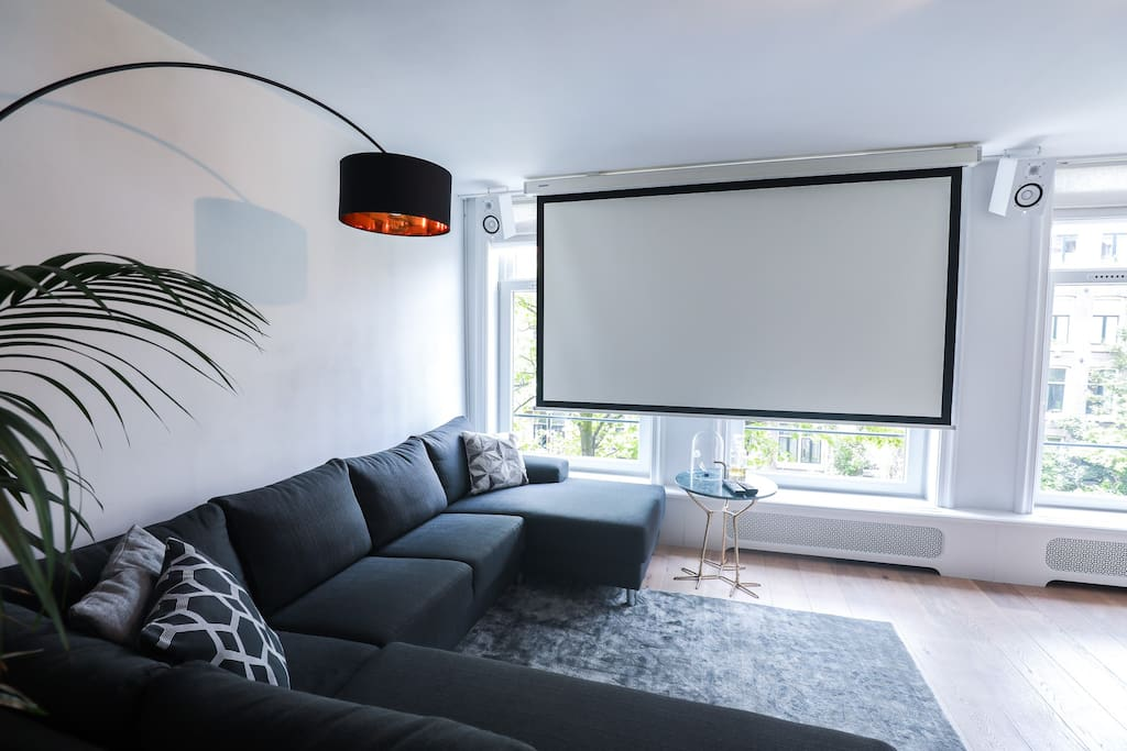 Use the remote to automatically slide down the large home cinema screen (approx. 3m) and enjoy Netflix or connect you own content via AppleTV, USB or cable.