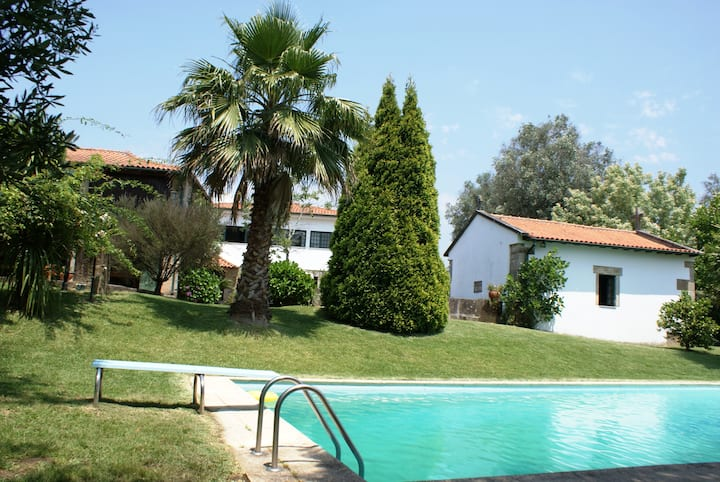 6 Bedrooms Villa near Braga