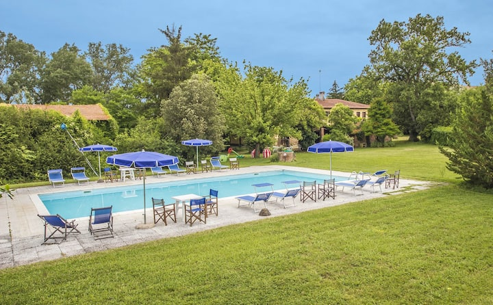 Casale Casanova with pool in the countryside