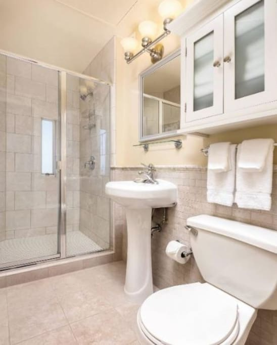 Clean bathroom (no tub)