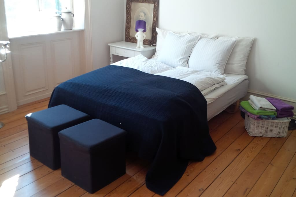large room the center of cph k c bed and breakfasts for rent in copenhagen denmark. Black Bedroom Furniture Sets. Home Design Ideas