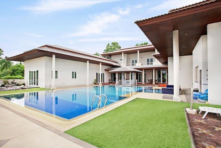 Majestic 7 bed pool villa at Huay Yai - พัทยา - วิลล่า