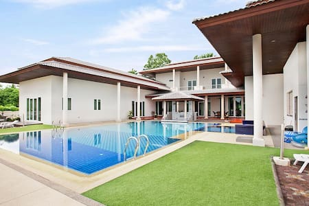 Majestic 7 bed pool villa at Huay Yai - Pattaya - Villa